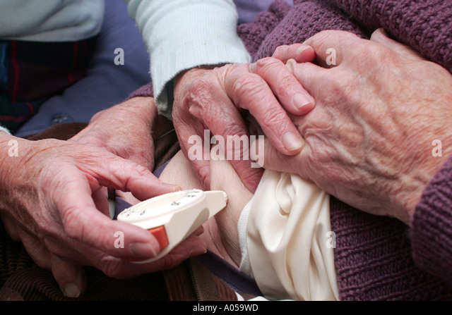 Elderly Couple Administering Insulin Dose Stock Photos & Elderly ...