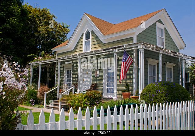 Cape cod beach house styles home photo style for Cape cod beach homes