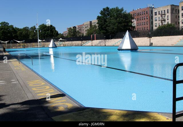 olympic swimming pool h7fw2y rm the bronx new york usa 9 july 2017 crotona park free
