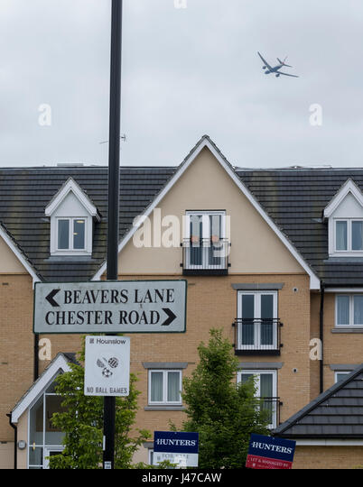Low flying aircraft near London's Heathrow airport - Stock Image