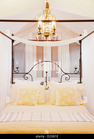 Room With Four Poster Bed Stock Photos & Room With Four Poster Bed ...