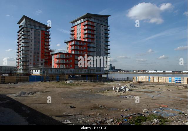 Riverside apartment blocks stock photos riverside for 70 terrace road east perth