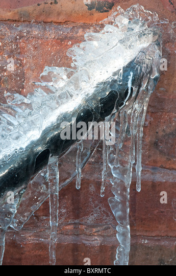 Frozen pipe stock photos frozen pipe stock images alamy for Outside waste pipe