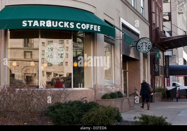 Starbucks Storefront Stock Photos Amp Starbucks Storefront