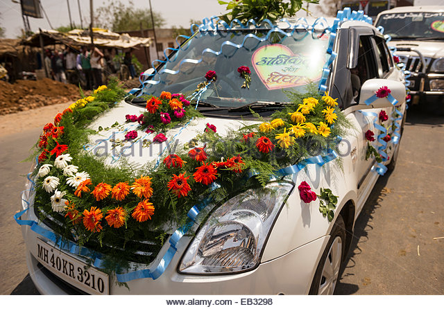 A Car Decorated For Wedding