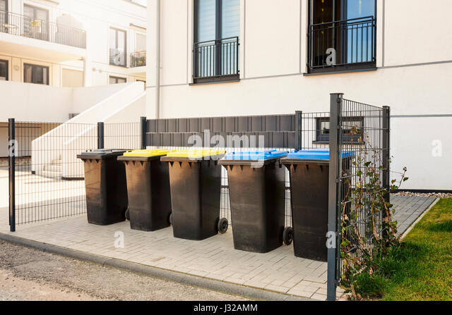 Rubbish bins residential stock photos rubbish bins residential stock images alamy - Rd rubbish bin ...