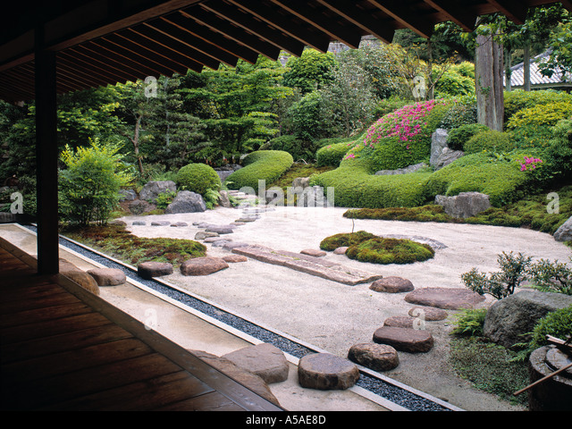 Kamakura house stock photos kamakura house stock images for Japanese house garden