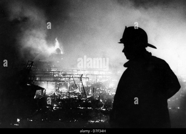 History Of The Black Firemen On The Los Angeles Fire: Firemen Black And White Stock Photos & Images