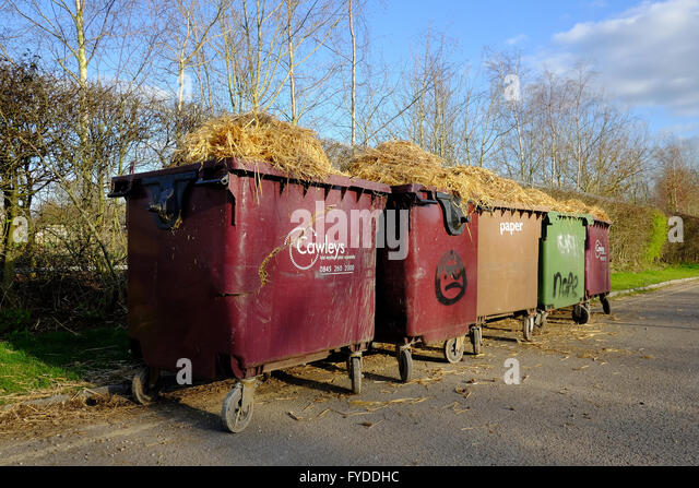 Overfilled waste bin stock photos overfilled waste bin stock images alamy - Rd wastebasket ...