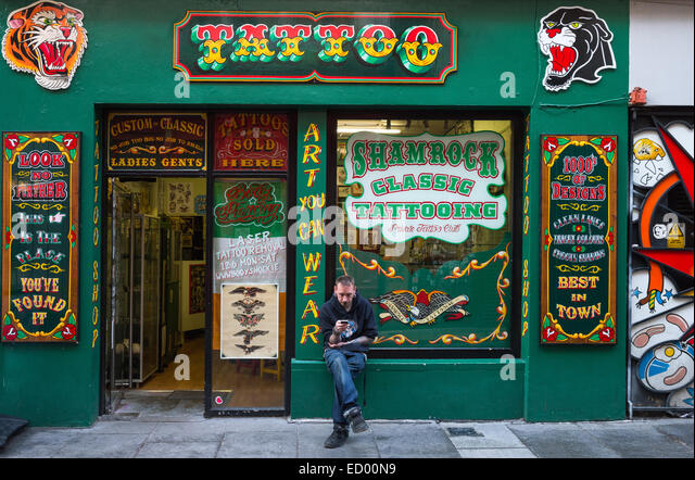 Tatoo stock photos tatoo stock images alamy for Tattoo shops in annapolis