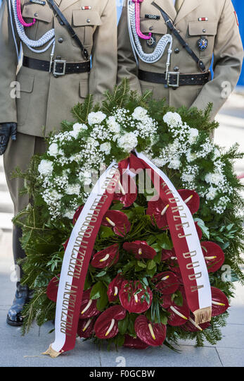 Warszawa Mazowieckie Polonia 15th Aug 2015 Soldiers Keep Flowers For The