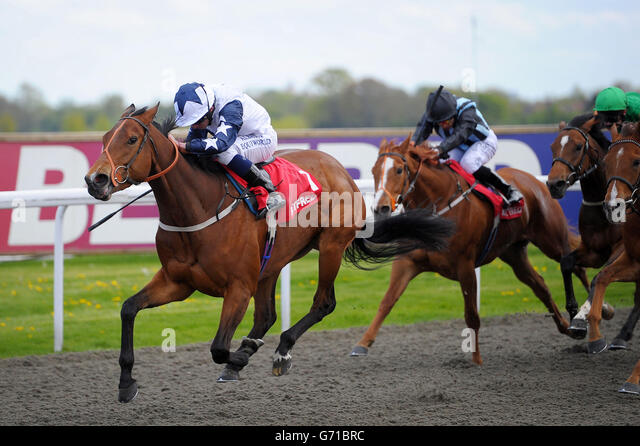 Horse racing easter family fun stock photos horse racing easter horse racing easter family fun day kempton park racecourse stock image negle Image collections