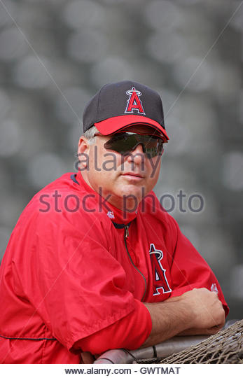 los-angeles-angels-manager-mike-scioscia-watches-batting-practice-gwtmat.jpg