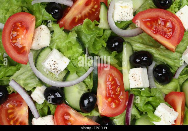 Griechischer salat mit feta und oliven