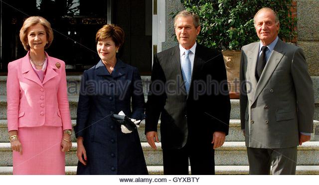 ¿Cuánto mide el Rey Juan Carlos I? - Altura - Real height L-r-spains-queen-sofia-us-first-lady-laura-bush-president-george-w-gyxbty