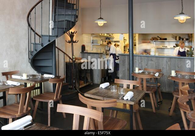 Charonne stock photos charonne stock images alamy for Garage paris 11e