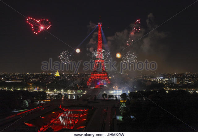 Paris, France. 14th July, 2017. Fireworks illuminate the night sky around the Eiffel Tower in the French capital - Stock Image