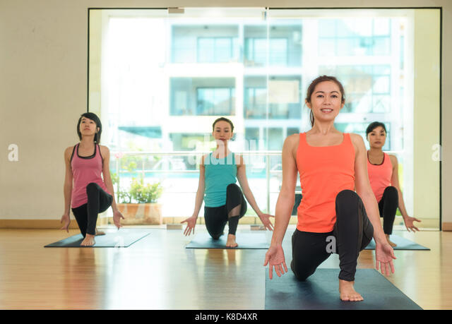 Lunge Pose Stock Photos & Lunge Pose Stock Images - Alamy