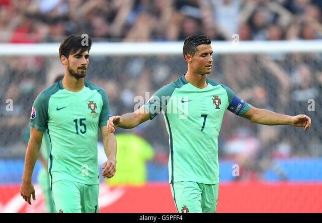 Đồng đội bị Barca xử tệ, Ronaldo tức giận