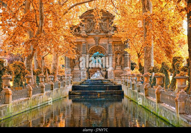 Sculpture luxembourg in garden stock photos sculpture luxembourg in garden stock images alamy - Fontaine jardin du luxembourg ...