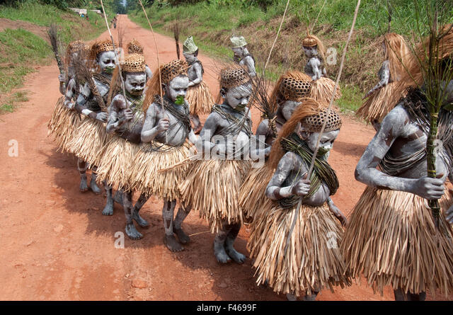 mbuti pygmies Mbuti (bambuti) mythology is the mythology of the african mbuti (also known as bambuti) pygmies of congo  the most important god of the bambuti pantheon is khonvoum (also khonuum, kmvoum, chorum), a god of the hunt who wields a bow made from two snakes that together appear to humans as a rainbow.