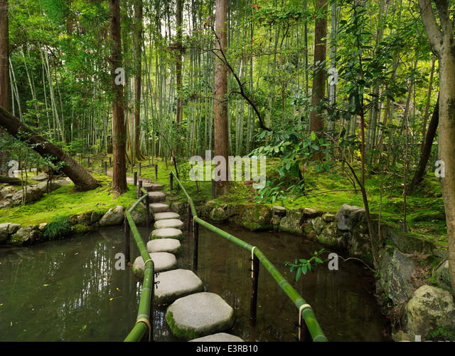 Japanese stepping stones stock photos japanese stepping for Japanese garden stones