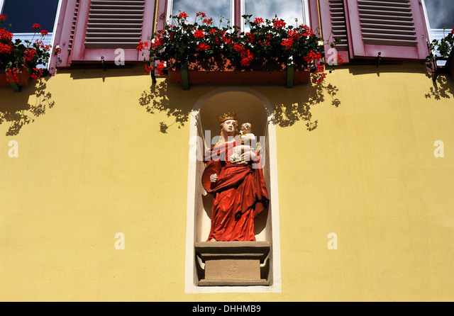 franconia single catholic girls Everything wrong with the catholic dating scene alex r hey july 6, 2016 0 0 87k views 0 shares  i maintain there are some serious flaws in the prevailing philosophies and practices.