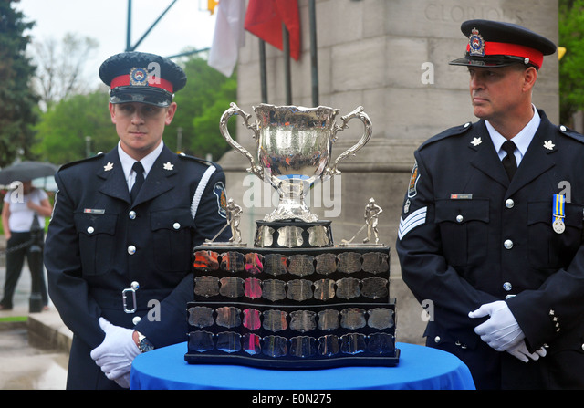 how to become a cop in ontario canada
