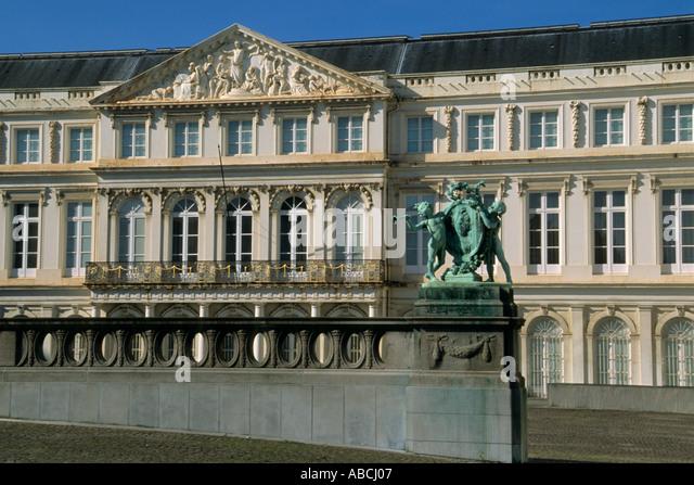 Ancien stock photos ancien stock images alamy for 104 rue du jardin paris