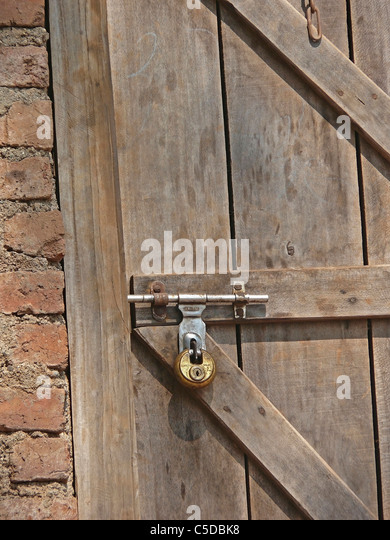 Close up of locked wooden door - Stock Image & Padlock Door Close Up Stock Photos \u0026 Padlock Door Close Up Stock ... Pezcame.Com