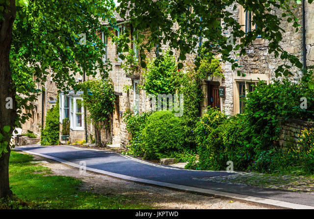 Pretty Cotswold stone cottage in the Cotswold village of Burford in Oxfordshire. - Stock Image