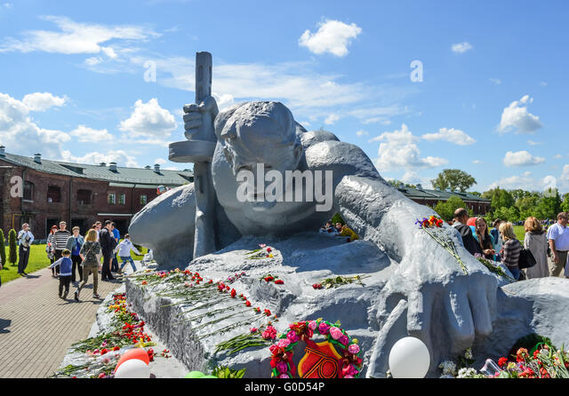 Best Brest Belarus May Soldier Crawling For Water Monument In Brest With  Brest