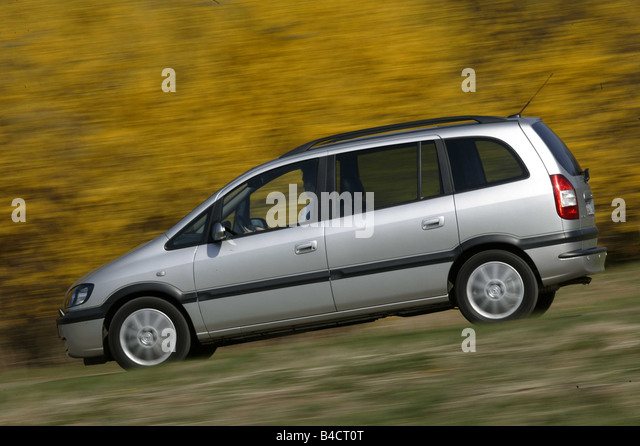 opel zafira 2 2 dti stock photos opel zafira 2 2 dti stock images alamy. Black Bedroom Furniture Sets. Home Design Ideas