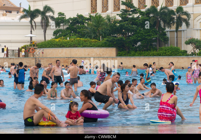 Hotel pool with people  Hotel Pool China Stock Photos & Hotel Pool China Stock Images - Alamy