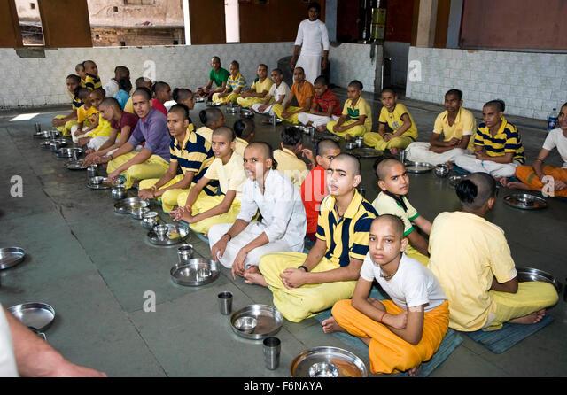 India queue food stock photos india queue food stock for Cuisines of uttar pradesh