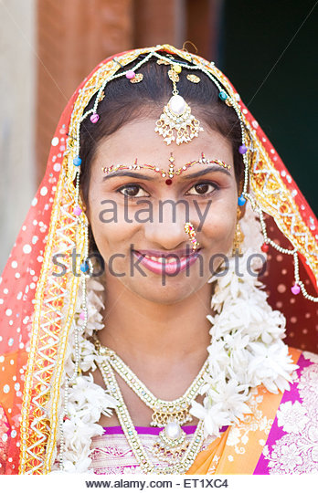 Hindu Bride Wedding Ceremony Salunkwadi Beed Maharashtra India MRTNK001