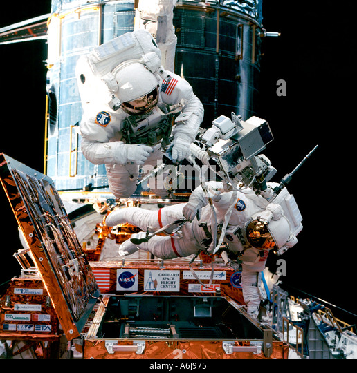 astronaut working in space - photo #4