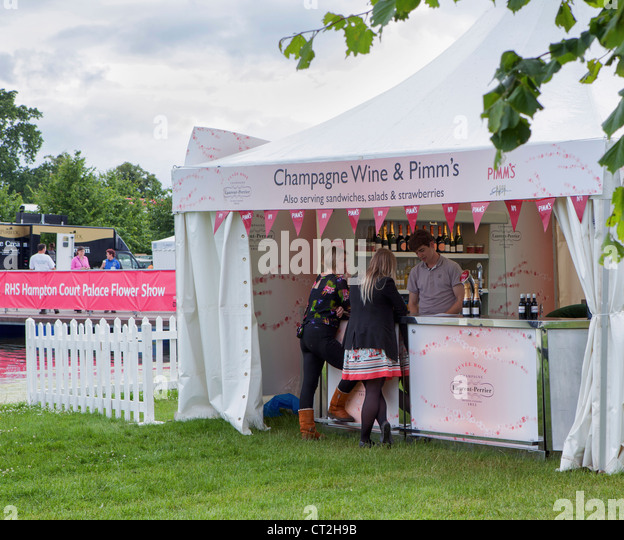 Pimms Time at the H&ton Court Flower Show - Stock Image : pimms tent - memphite.com