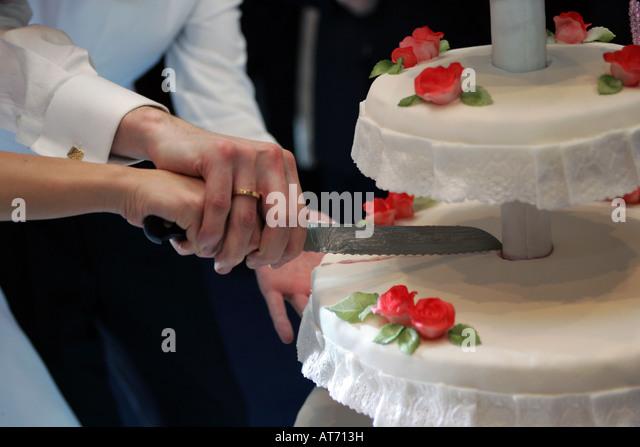 Cutting The Wedding Cake Stock Photos Amp Cutting The Wedding Cake Stock Images