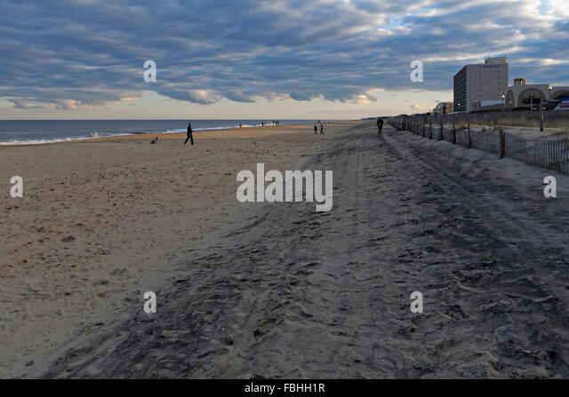 Boardwalk along atlantic ocean stock photos boardwalk for Rehoboth beach fishing