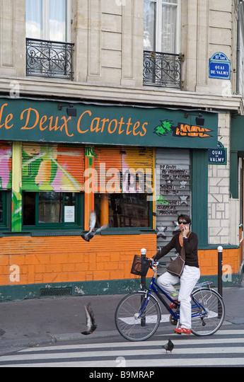 Paris bike stock photos paris bike stock images alamy - Restaurant quai de valmy ...