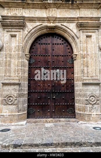 Large Ornate Door With Lion Door Knockers In Cartagena, Colombia   Stock  Image