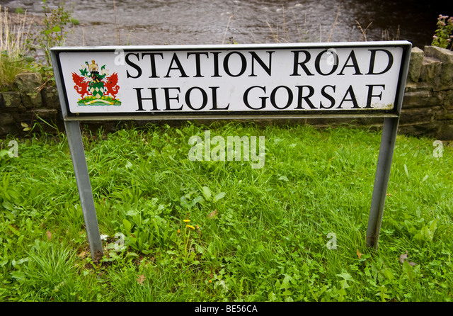 bilingual street signs stock photos bilingual street signs stock images alamy. Black Bedroom Furniture Sets. Home Design Ideas