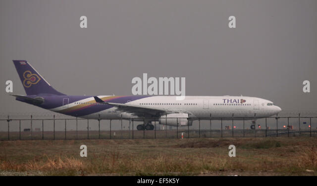 Airline staff stock photos airline staff stock images alamy - Thai airways dubai office ...