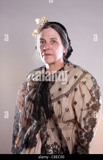 pioneer woman 1800s hair. a victorian period dressed woman - stock image pioneer 1800s hair