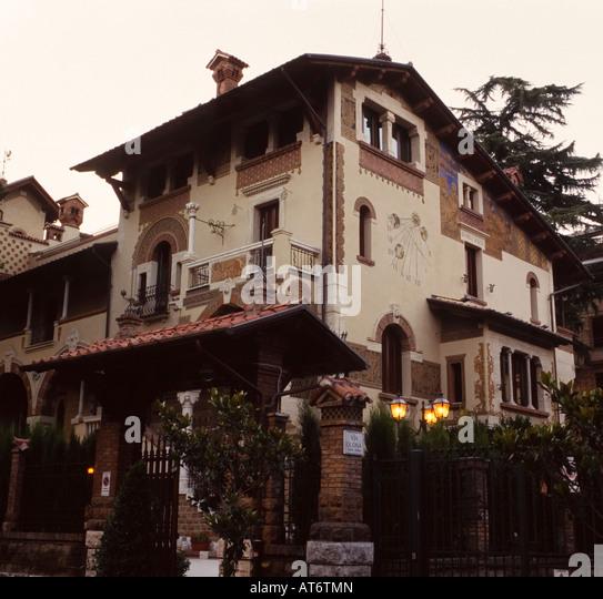 Villino stock photos villino stock images alamy for Piani casa delle fate