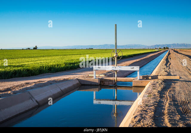 Agricultural Irrigation Canal : Facilities stock photos images alamy