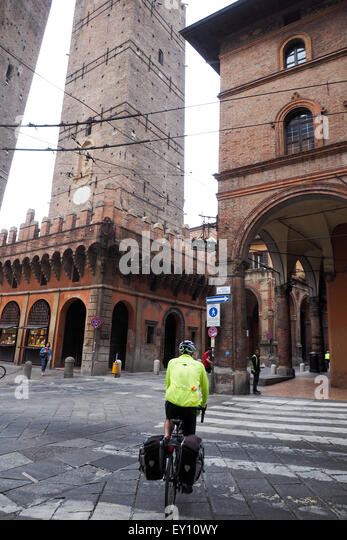 Due torri stock photos due torri stock images alamy - Piazza di porta saragozza bologna ...