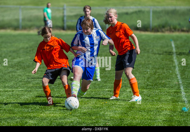 advantages of playing soccer at school Evaluating the risks and benefits of participation in high-school football it is unclear whether the decreased risk of injury associated with prohibiting a teenage boy from playing football.