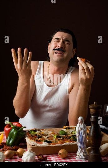 Negócios de Família Stereotypical-italian-man-eating-pizza-and-gesturing-with-his-hand-b0x2rx